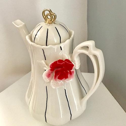 Queen of Hearts Teapot Rental