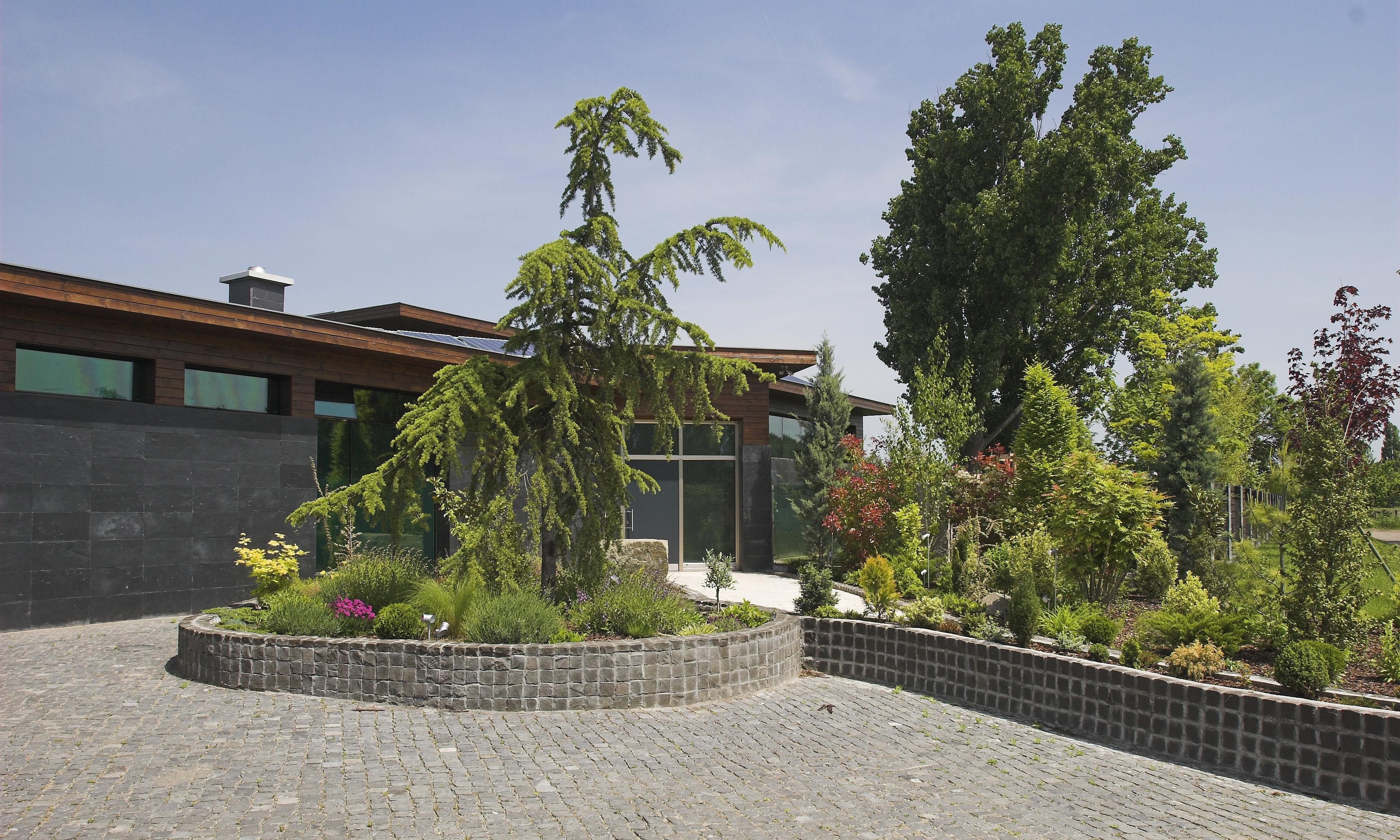 Debreceni magánkert előkertje