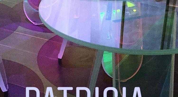 El acrílico y el cristal está en Voga! Y si es, multi-color aún más.