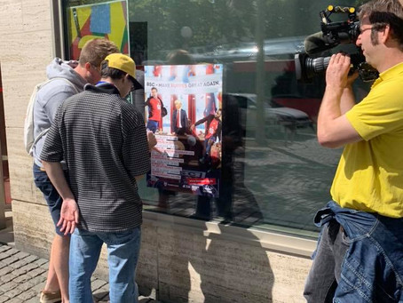Team AM: Kampagnenplakate kleben - der WDR berichtet!