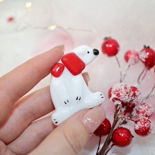 Брошка 'Белый мишка' (красный шарфик)