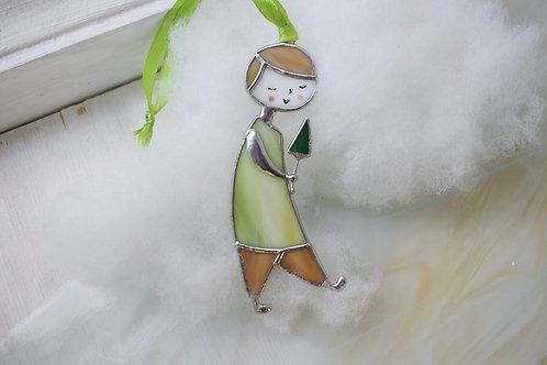 Витражная подвеска 'Мальчик с елочкой'