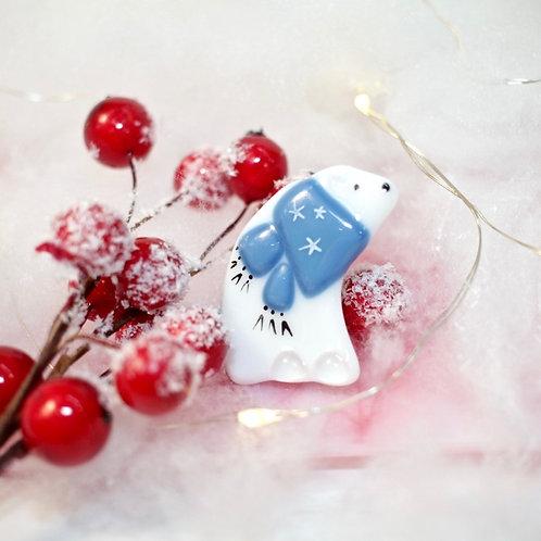 Брошка 'Белый мишка' (синий шарфик)