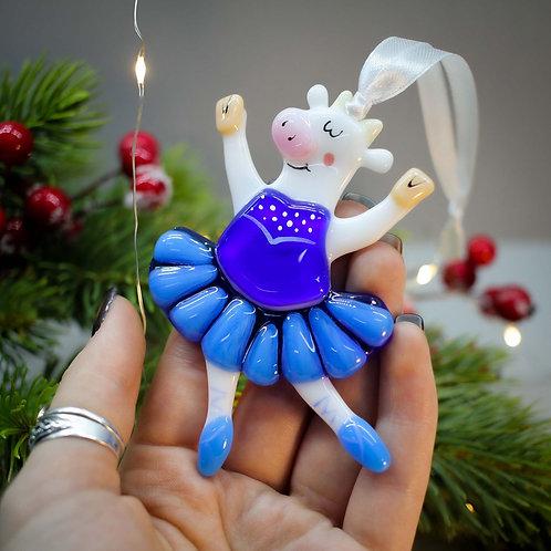 Новогодняя игрушка 'Коровка балеринка' (синяя пачка)