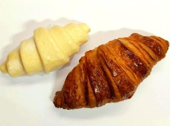 frozen croissant & freshly baked croissant