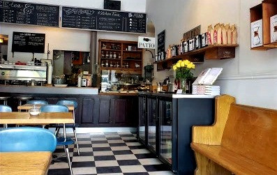 Ezra's Pound cafe seating