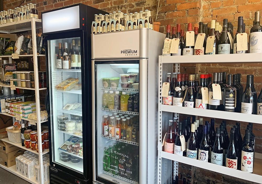 I DEAL Coffee & Wine Sorauren wine and goods on sale
