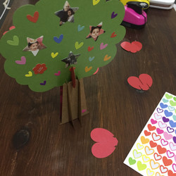 עץ משפחה קטן מנייר