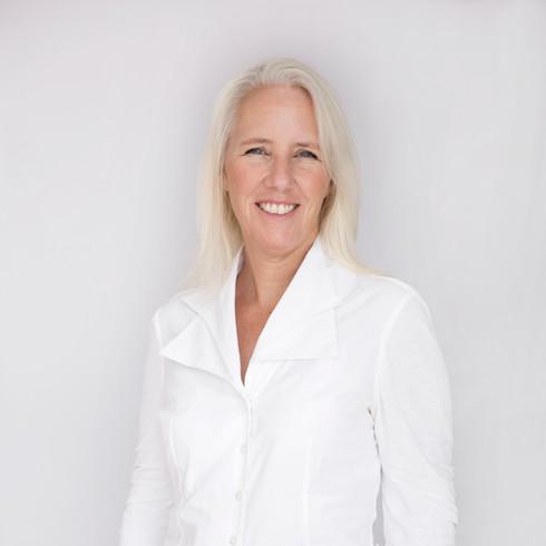 שרון לובצקי- עורכת דין