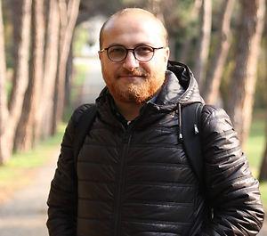 1985 yılında Tokat Başçiftlik'te doğdum. İlk ve ortaöğrenimimi Tokat'ta tamamladım. 2009 senesinde Selçuk Üniversitesi Eğitim Fakültesi Türk Dili ve Edebiyatı Öğretmenliği bölümünden mezun oldum.