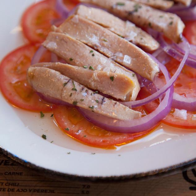 Rica ensalada de tomate y ventresca