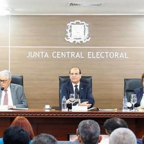 JCE solicita primer reporte de gastos de campaña a candidatos presidenciales