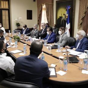 Presidente Abinader escucha propuesta de industriales para optimizar el uso de los fondos de pension