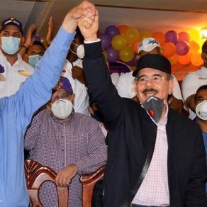 Danilo medina recorre  Azua en apoyo al senador Rafael Calderón, a  Gonzalo Castillo y los candidato