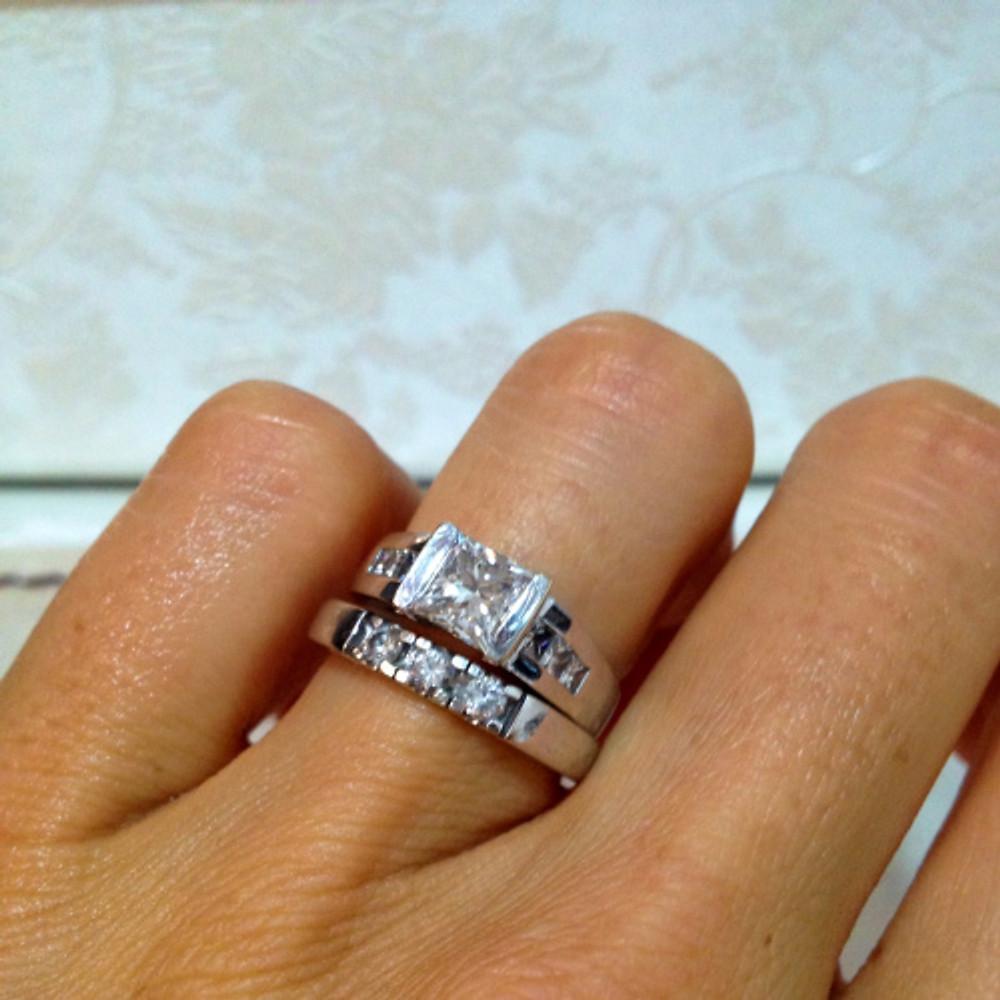 ..og selvfølgelig gifteringen som både var den ringen Ian fridde med, og nå har blitt giftering. Den andre ringen fikk jeg i morgengave etter brylluppet- my man got style! :-D