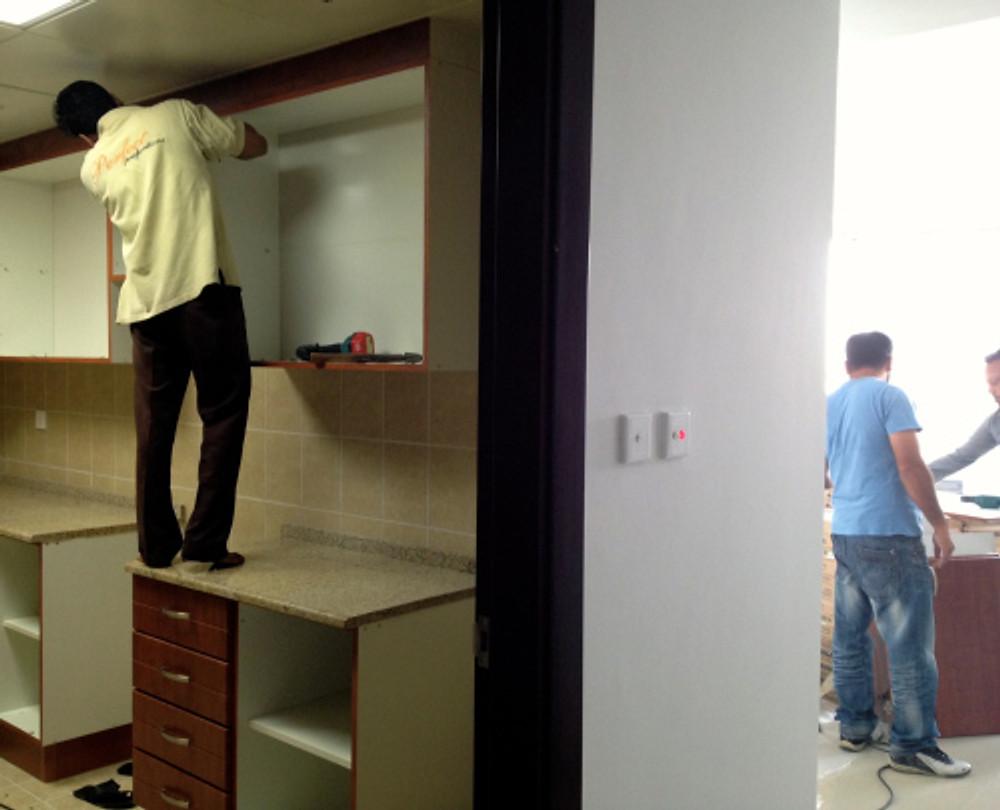 vi hadde ikke så lyst til å ha denne veggen mellom stue og kjøkken heller