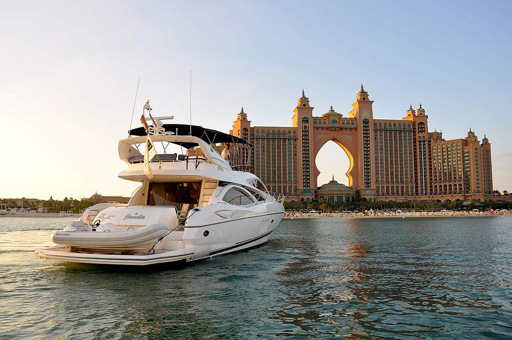 Yacht-Cruise-