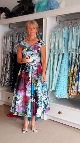 Full skirt, bold print, fab dress!👗