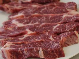 Aman atau Tidak Mengonsumsi Daging Beku? Ini Penjelasan Pakar Gizi