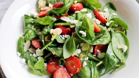 salade spinazi aardbeien