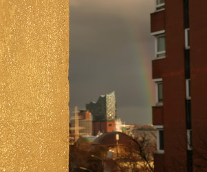 Elbphilharmonie mit Regenbogen, aus meinem Wohnzimmerfenster