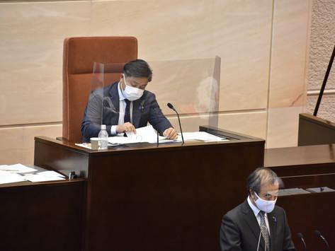 本会議にて議事進行役を務めさせていただきました
