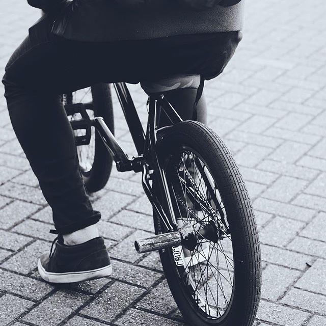 ▪️ B M X ▫️ _ryanelcock #bmx #rider #bla