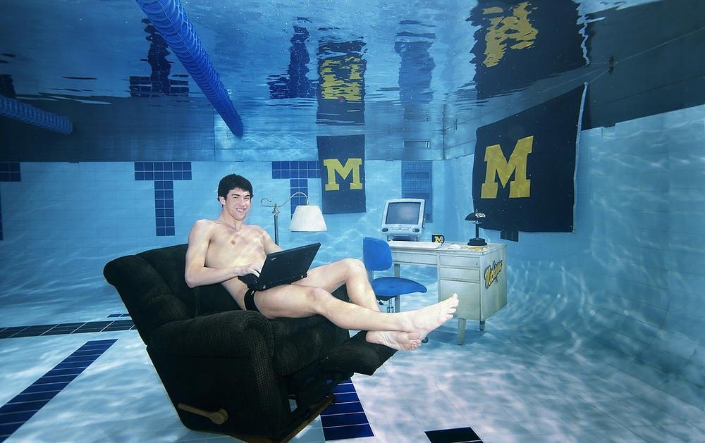 Michael Phels na piscina University of Michigan Ann Arbor