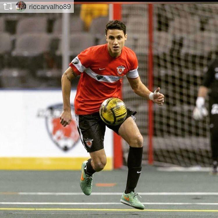 Ricardo Carvalho (Além da BOLSA INTEGRAL, se tornou atleta profissional após se formar na Bethel University)