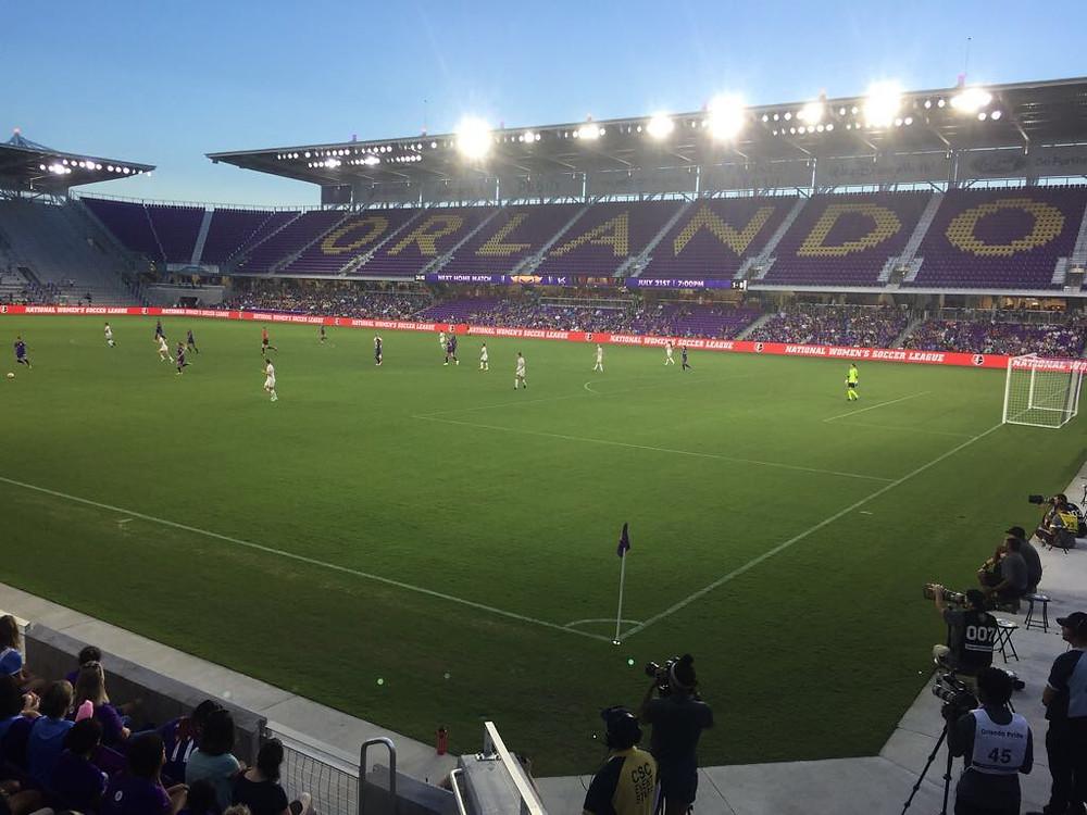 Estádio do Orlando City com a equipe da GO USA pela Disney Cup