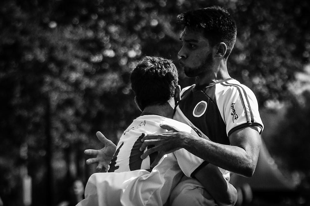 Atletas Gabriel e Hugo, Recife e Uberlândia respectivamente, comemorando o seu primeiro gol na Disney Cup