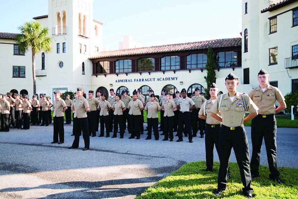 Estudantes de Farda na Admiral Farragut Academy
