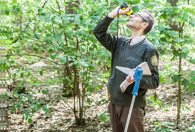 Įdomieji miško žygiai kartu su darželio svečiais. Šįkart pasikvietėme į svečius patį tikriausią miško urėdą.