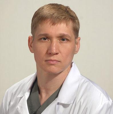 Лякин Андрей Сергеевич,   консультация травматолога  онлайн, занимаюсь лечением травм и заболеваний опорно-двигательного аппарата.  Лечение артрозов,  переломов,   плоскостопия, нарушений осанки и т.д.