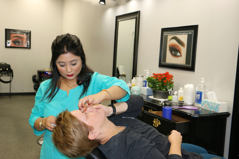 Shabnam in action at eyebrow threading by Shabnam boutique
