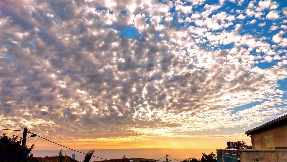 Illustration: Winter Sky over Kochav HaShachar by Dahlia Consor (All rights reserved.)