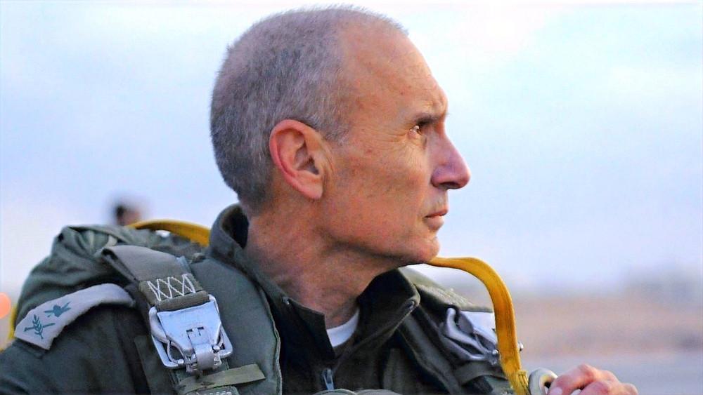 Illustration: Maj. Gen. Gershon Hacohen at Parachuting Drill by Israel Defense Forces [CC BY-SA 2.0] via Flickr