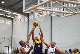 Um domingo animado com jogos de basquete na Sede Campestre