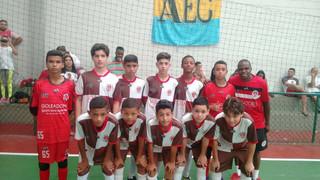 Garotada do futebol continua representando a AEC RJ muito bem nos campos e quadras