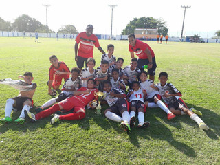 Equipe Sub-11 do A.E.C.\ST-Pauli representando o Estado do Rio de Janeiro consagra-se Campeã
