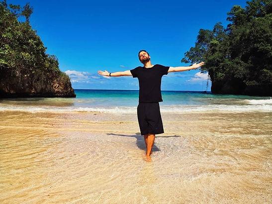 bazil in jamaica at the beach listening to reggae en jamaique