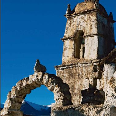 Muro perimetral y torre campanario templo