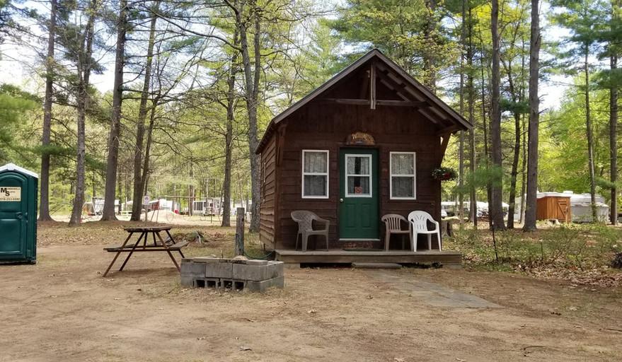 Cabin-rental-iroquois-campground.jpg
