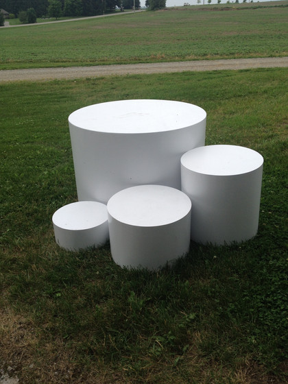 White drum risers