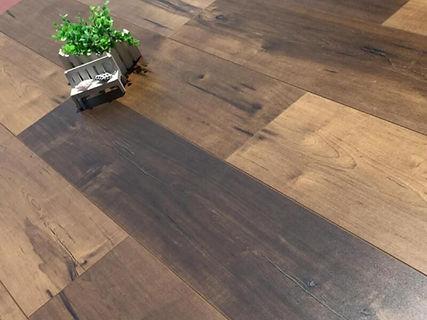 laminate floor in Orlando flooring store