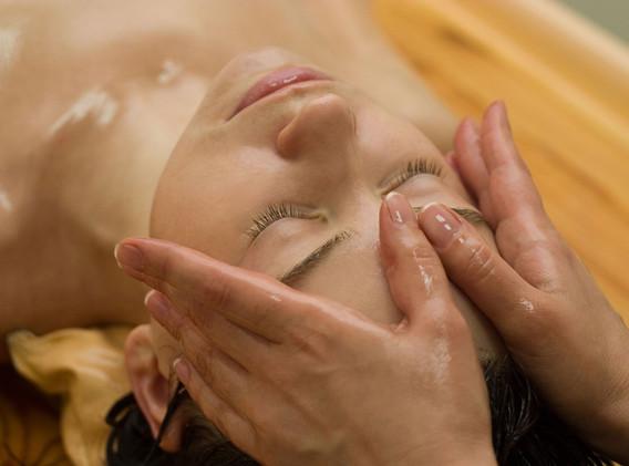 Treatment-Abhyanga-face.jpg