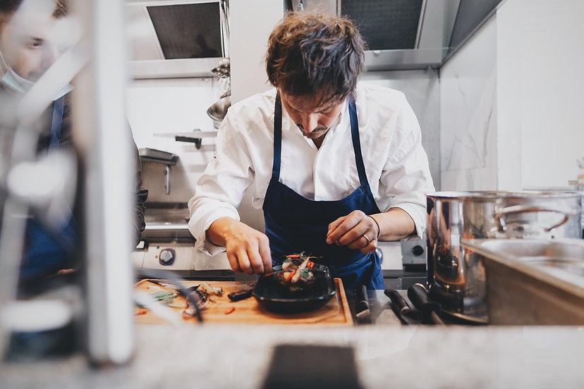 Juan Arbelaez en cuisine.JPG