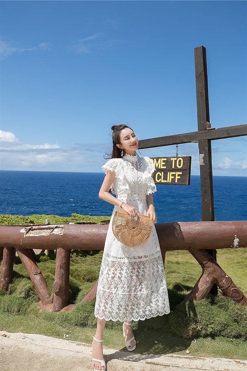 白色复古长款蕾丝连衣裙