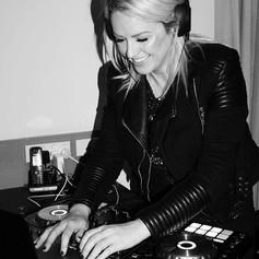 DJ life 🖤🎧 #djvixon.jpg