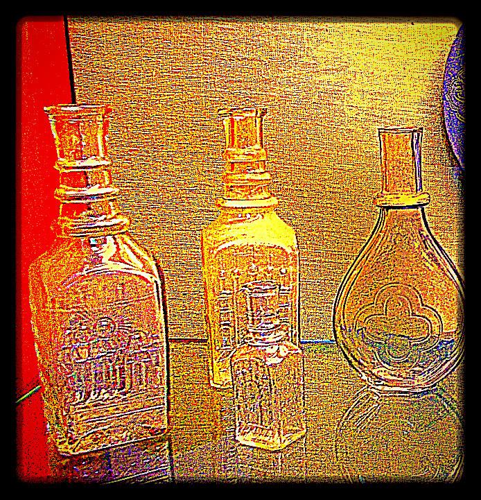 Старинные штофы, графины, бутылки